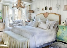 Mismatched bedside tables classic bed and lighting fashion a fabulous bedroom [Design: Pam DiCapo / Bill Mathews Photographer]