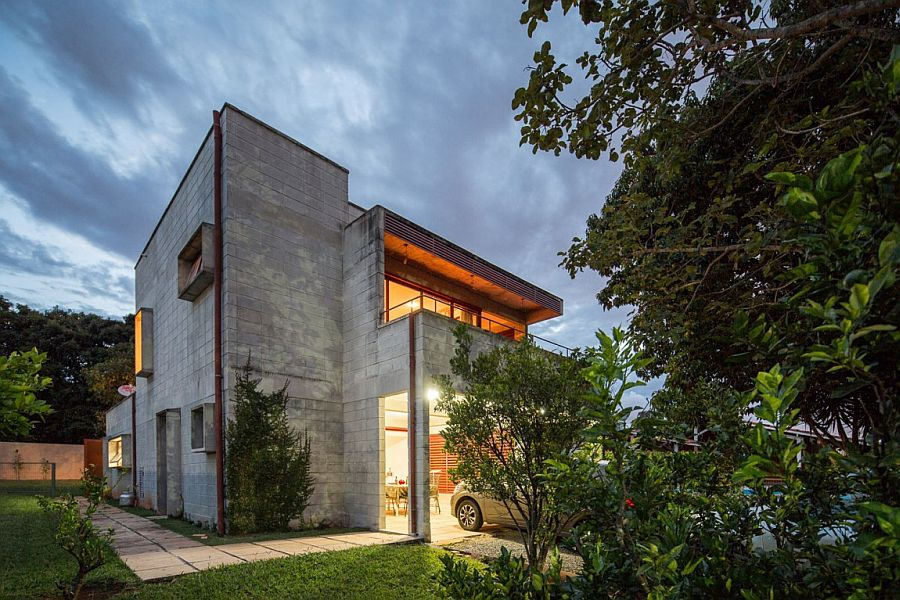 Modern Brazilian home with concrete and metal structure