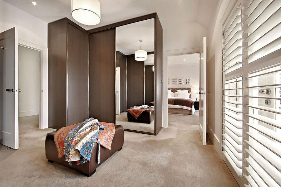 Modern bedroom and walk-in closet of the Melbourne home