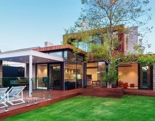 Vibrant Family Home in Melbourne Brings the Outdoors Inside