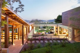 Indoor Outdoor Home Design: Multi Level Garden House In El Salvador