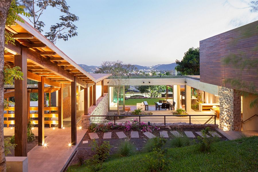 View In Gallery Modern Rustic Home Design With Sensational Central Garden