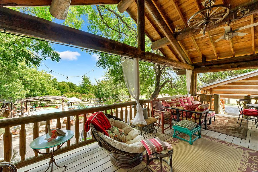 Rustic deck with lighter wooden tones and breezy decor serve you well all your long [Photography: Realty Pro Shots]
