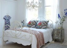 Shabby Chic Colors For 2015 : 50 delightfully stylish and soothing shabby chic bedrooms