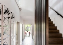 Sleek-entry-of-the-Melbourne-home-with-gallery-style-walls-217x155
