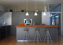 Sparkling kitchen in gray with metallic finishes