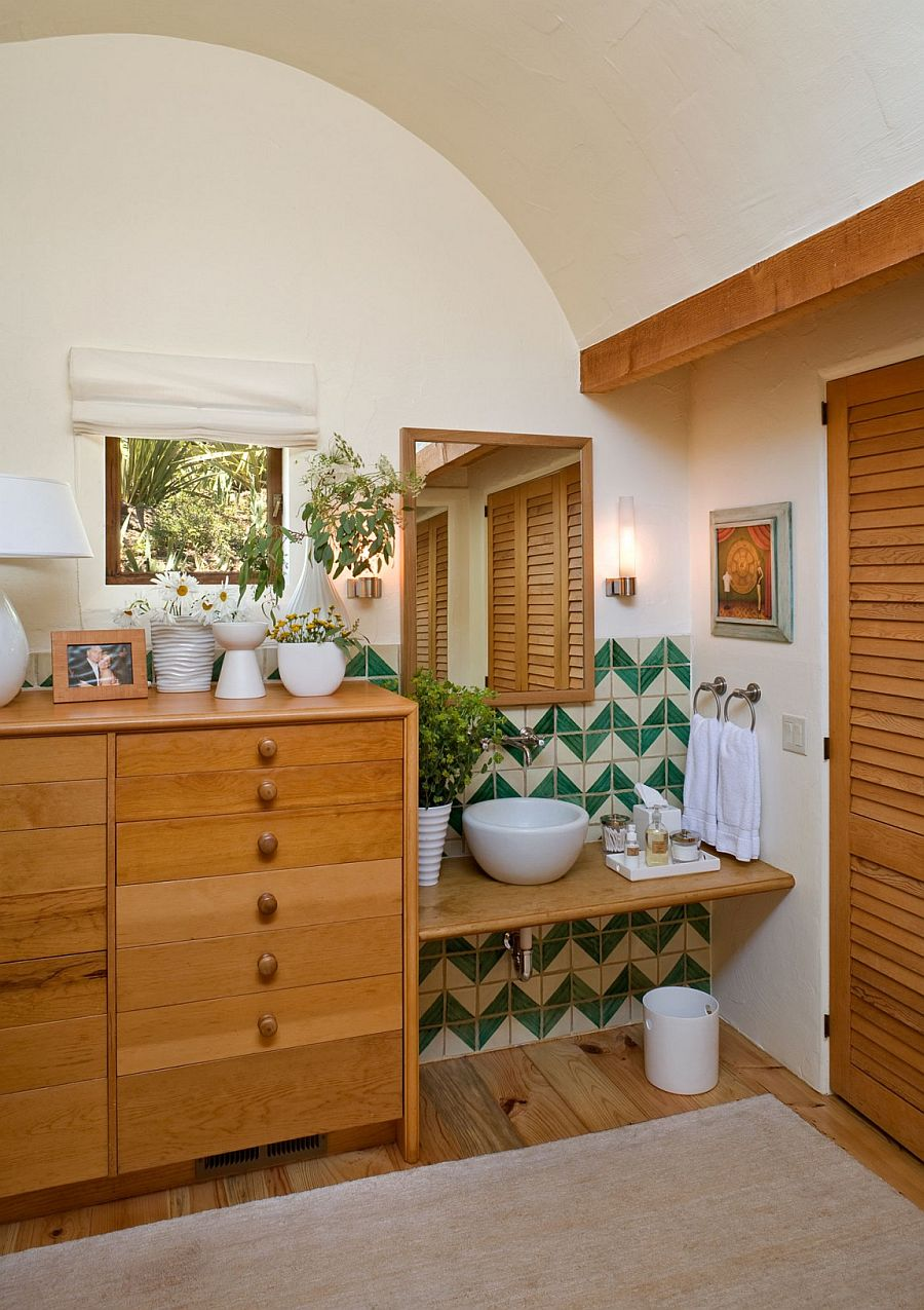 Tiles in the bathroom add chevron pattern