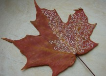 Turning a plain fall leaf into a work of art 217x155 8 Creative DIY Project Ideas for Using Fall Leaves as Seasonal Wall Art