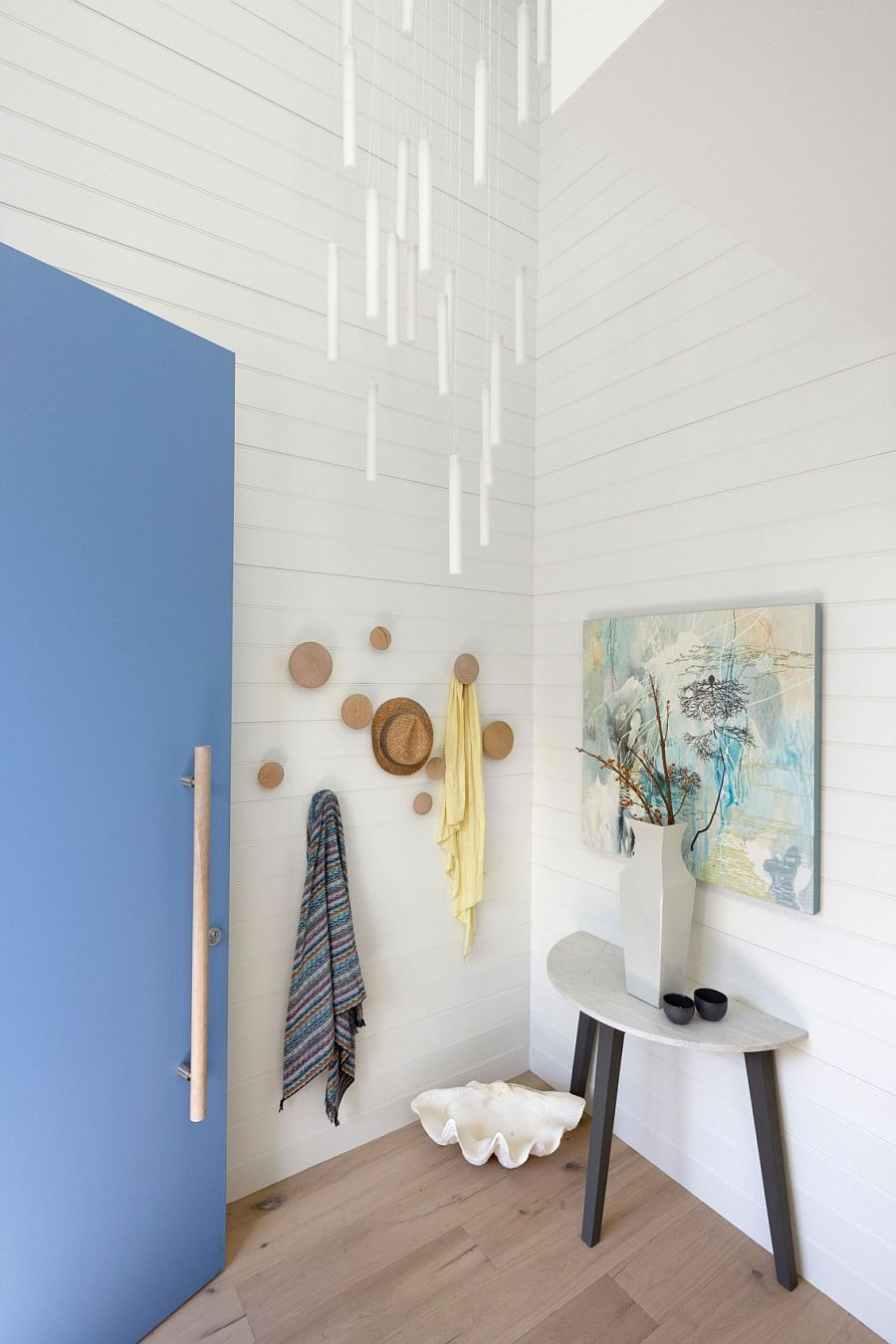 White and blue at the entrance sets the tone for the beach house