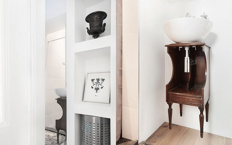 20th century bourgeoisie style combined with contemporary touches in the small Dutch apartment