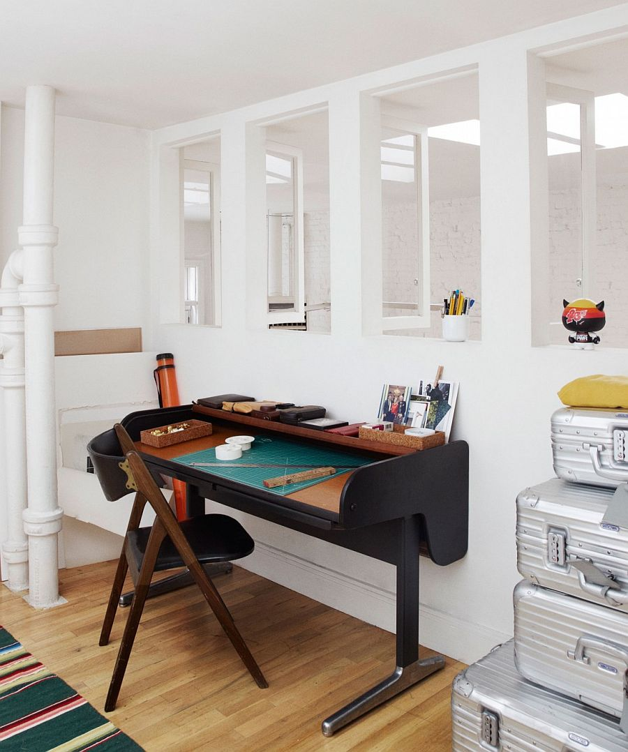 A simple way to decorate a modest home workspace with sleek desk