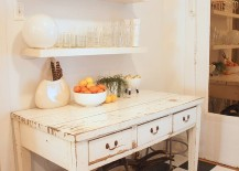 A weathered table is the ideal workstation in the shabby chic kitchen!