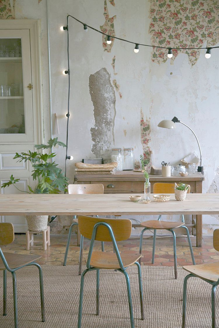 Superieur ... Backdrop And String Lighting Create The Image Of A Casual, Cozy Dining  Room [Design