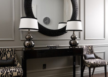 Black and white entryway with large round mirror 217x155 18 Entryways with Captivating Mirrors