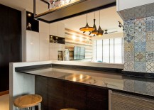 Blue-Moroccan-tiles-add-color-to-the-contemporary-kitchen-217x155