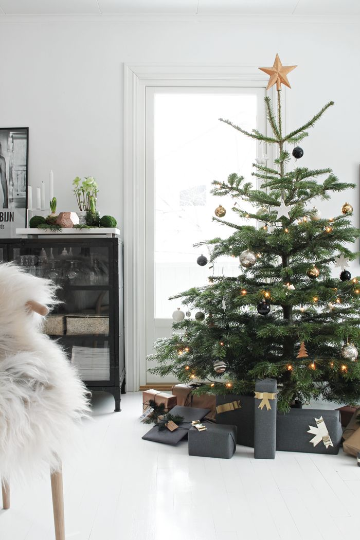 Christmas tree decorated with gold, black, and white ornaments