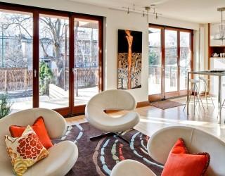 Condo Louis-Hébert: Cozy Montreal Duplex Filled with Vibrant Decor