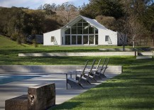 Contemporary-ranch-home-takes-inspiration-from-the-classic-barn-structure-217x155