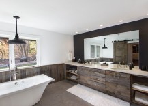 Cozy, contemporary bathroom in white with the elegance of reclaimed wood