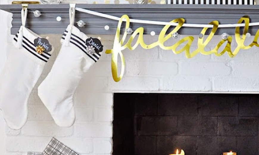 20 Chic Holiday Decorating Ideas with a Black, Gold, and White Color Scheme
