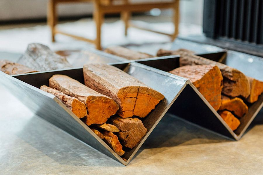 Firewood use as a decorative addition in the living room