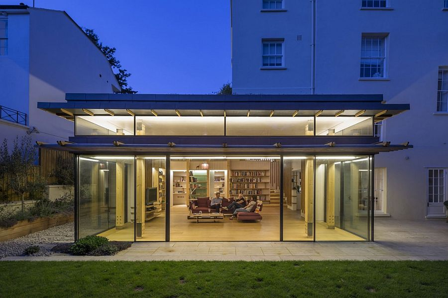 Glassy modern extension rejuvenates georgian house in london for Modern garden rooms london