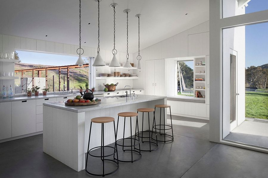 Kitchen in white with slide-away windows that open towards the garden