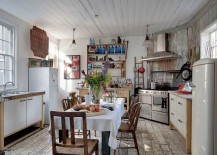 Lovely kitchen with shabby chic style and a small dining area
