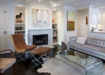 Modern white living room with a marble fireplace 217x155 10 Rooms Showcasing the Beauty of a Marble Fireplace