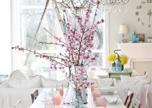 Perfect use of shabby elements, white and color in the dining room