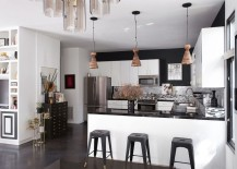 Series of 3 pendant lights over a kitchen bar