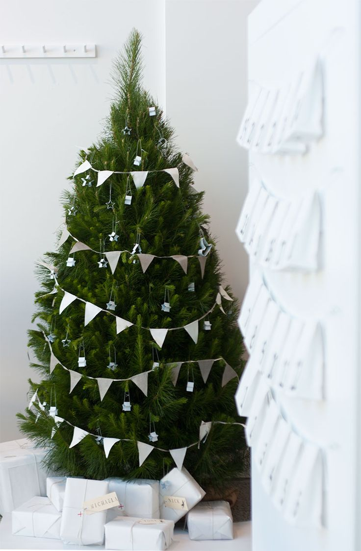 Simple banner to dress up a Christmas tree