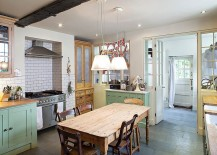 Simplicity-of-the-shabby-chic-style-kitchen-allows-it-to-blend-in-with-a-contemporary-dining-or-living-room-217x155