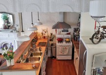 Small-and-functional-kitchen-filled-with-cozy-timeless-charm-217x155