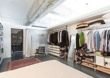 Standalone units come together to shape the lovely closet