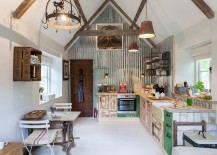 Stunning-shaby-chic-kitchen-glorifies-the-reclaimed-and-reused-217x155