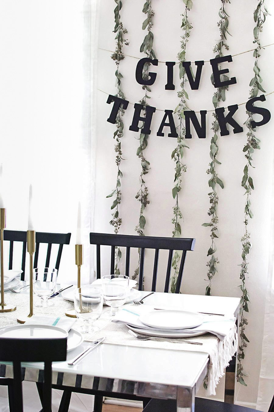 Thankgiving garland from Homey Oh My! Easy Thanksgiving Food and Decor Ideas for a Stress-Free Holiday Easy Thanksgiving Food and Decor Ideas for a Stress-Free Holiday Thankgiving garland from Homey Oh My
