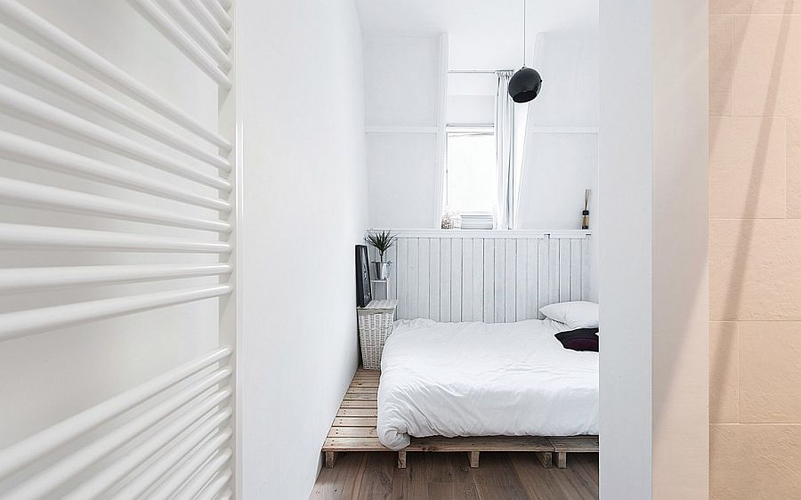 Tiny Scandinavian style bedroom in white