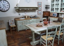 Vintage-style-clock-on-the-wall-adds-to-the-shabby-chic-style-of-the-kitchen-217x155