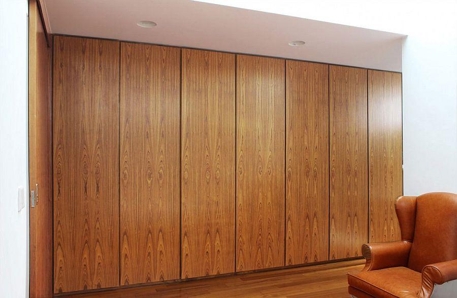 Wooden bedroom closet design