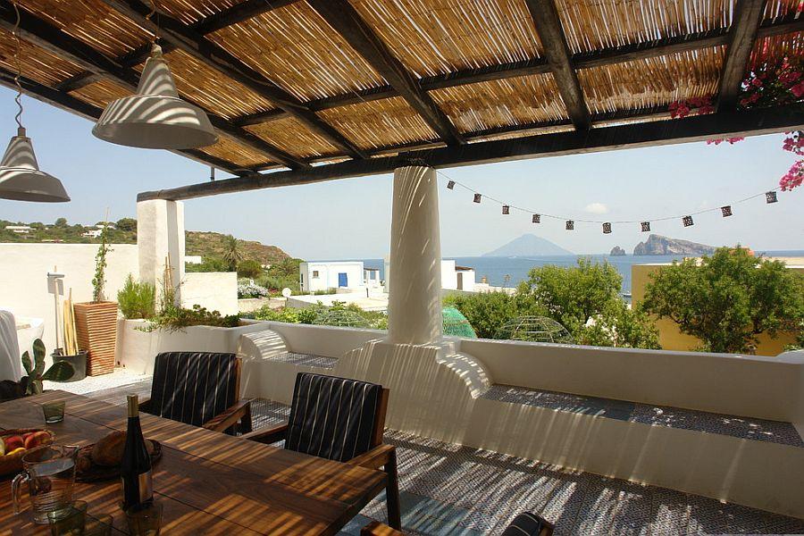 A fusion of Mediterranean sunroom and rooftop deck [Design: Architetto Manuela Zecca]