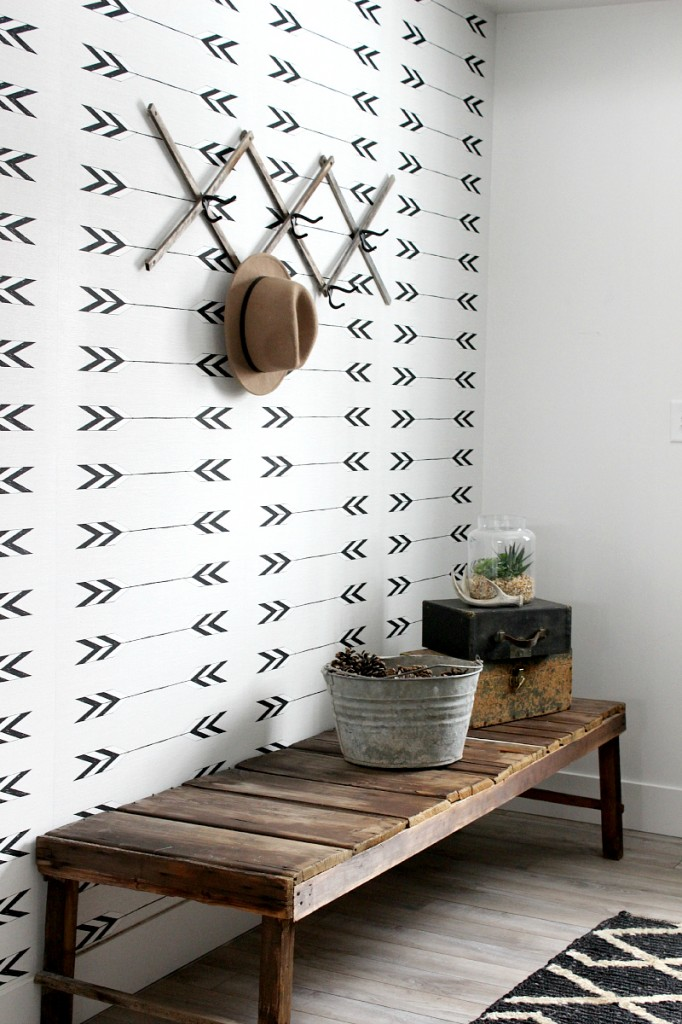 Arrow pattern on an entryway wall
