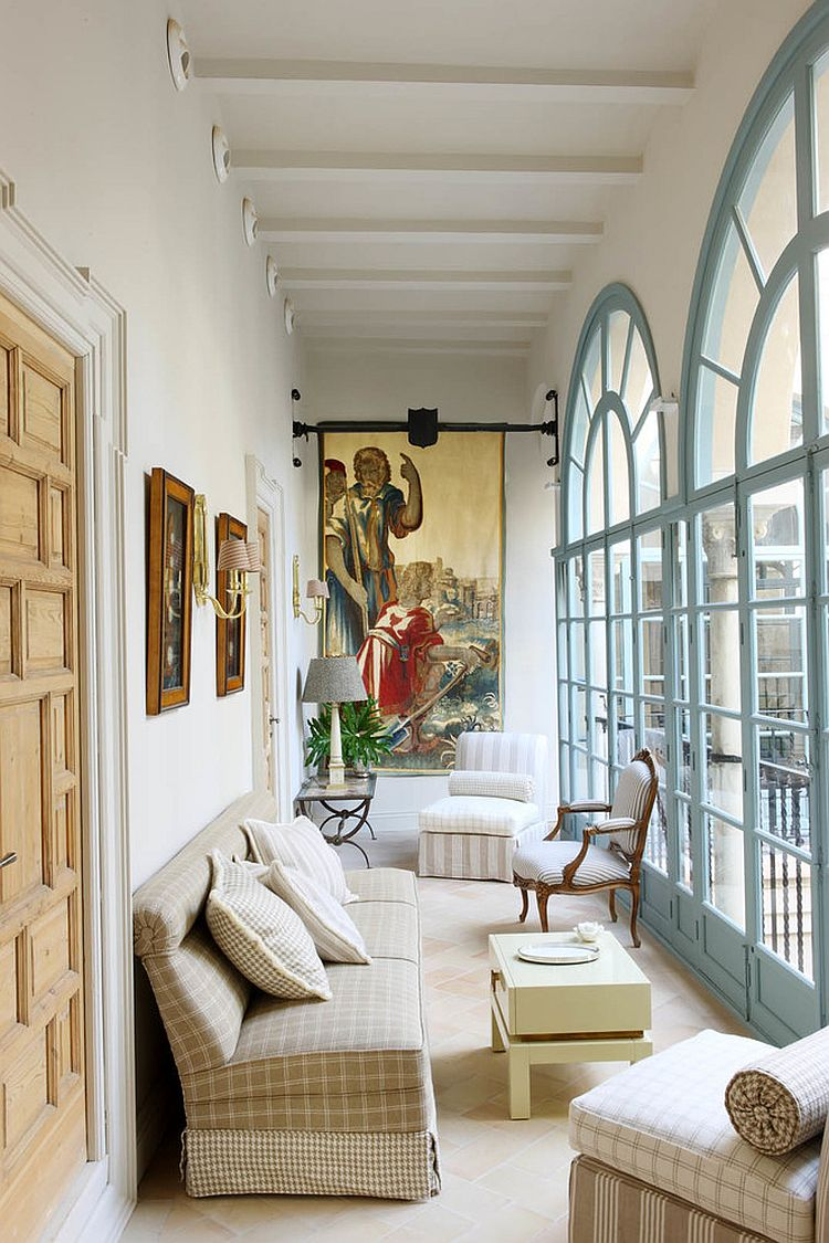 Beautiful solarium with classy Mediterranean charm [Design: Lorenzo Castillo]