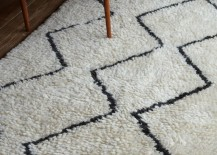Black-and-white-wool-rug-with-a-zigzag-pattern-217x155