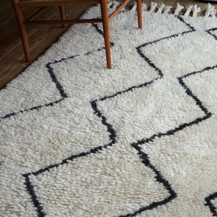 Black and white wool rug with a zigzag pattern