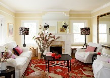 Blend of black and red in the traditional living room