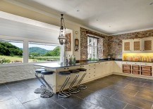 Breezy-design-of-the-kitchen-brings-the-outdoors-inside-217x155