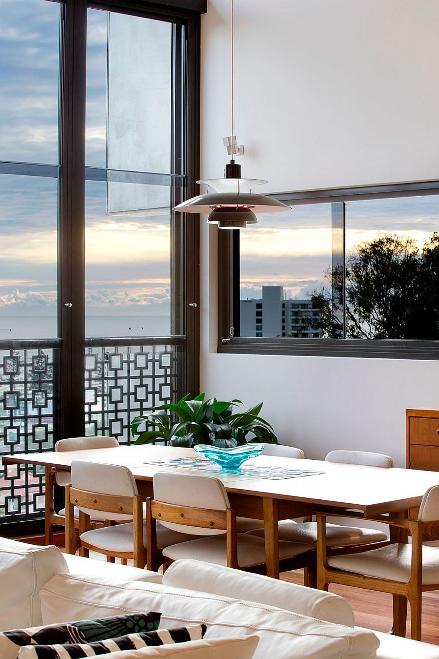 Classic midcentury pendant for the stylish contemporary dining room