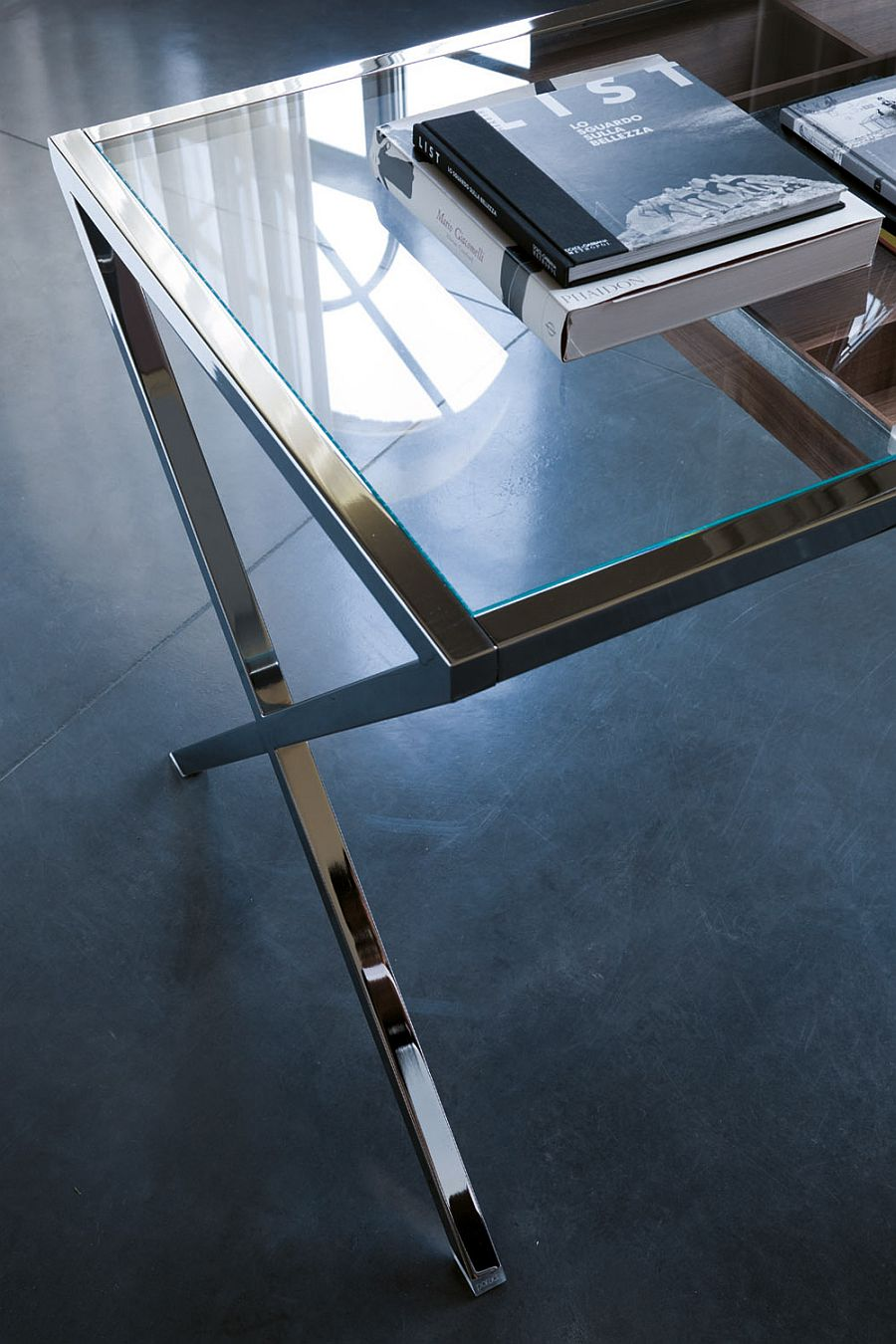 Closer look at the fabulous Stylo desk