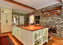 Color of the bricks gives the kitchen a beautiful, traditional style